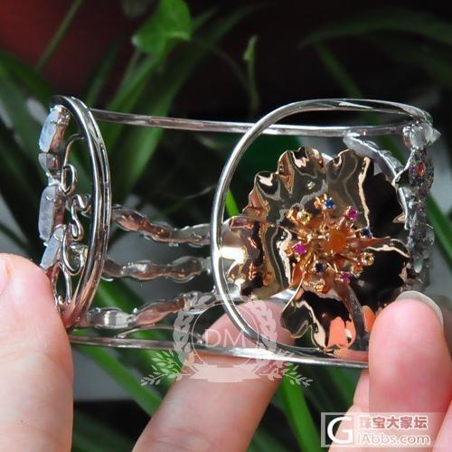 随型白玻璃镶嵌翡翠手镯图片